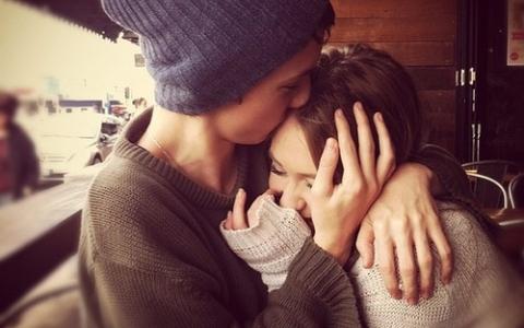 PIKI暖心圖話:女生想要的愛一個「額上吻」足以..♡