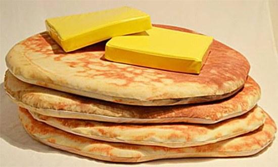 看起來好像很簡陋又沒啥特別的美式煎餅枕頭 (還幫你附了兩塊奶油)