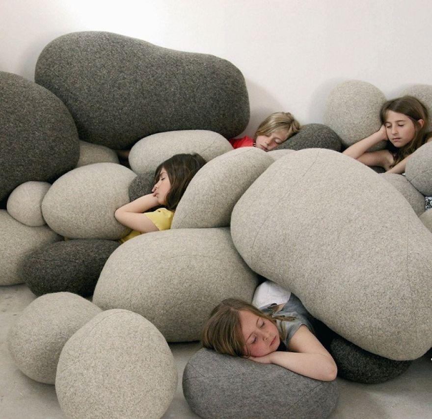 巨石枕頭  首先~你要有個很大的家...