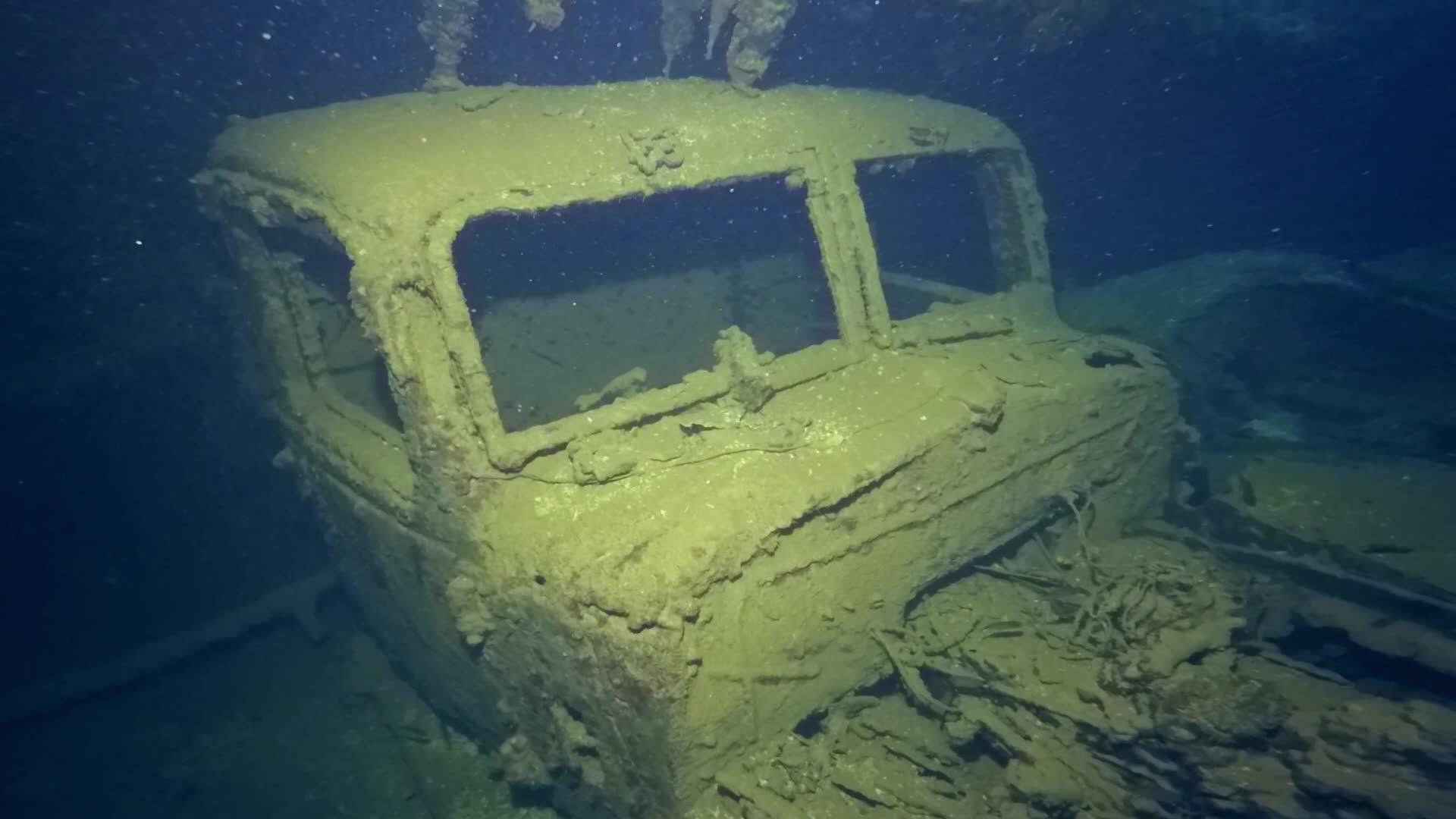 結果,50多艘二戰的戰艦和無數的日軍都沉到了湖底,當年沉沒在湖底的驅逐艦和飛機都已埋葬在珊瑚礁裡。