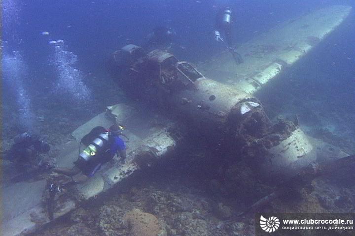 因該湖底有珊瑚和海洋生物,這裡就成了深海潛水愛好者的天堂,不幸的是,很多潛水者下去就沒能再上來,這個環礁湖因此也成為潛水者的墳墓。