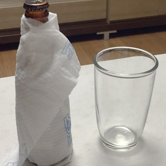 同樣的時間15分鐘後取出包了濕紙巾的啤酒
