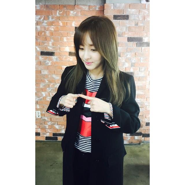 4. Dara和別人溝通總是傳訊息,因為她覺得講電話實在太尷尬,就算對2NE1成員也是如此