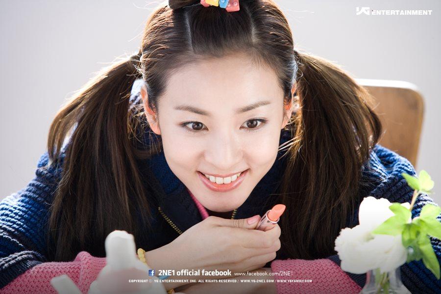 9. Dara喜歡偷朋友的手機惡整朋友,惡搞方式就是把手機拿來後,桌面換上自己的照片(XDD)