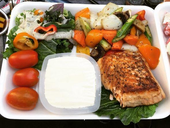 李荷妮是可以吃海鮮的素食者(pescetarian),所以主要就是吃魚、蛋類及乳製品來控制飲食
