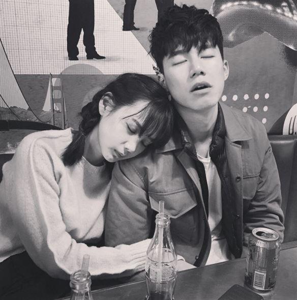 戀情長跑3年的兩人,現在也成為韓國許多情侶的「wannabe夫妻」,就是想要成為他們這樣的夫妻的意思啦~
