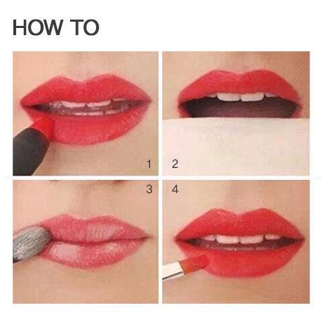 1.先用口紅塗滿上下唇 2.用紙吸去口紅上的油光 3.掃上一點散粉 4.用唇刷再輕輕地刷上一層口紅