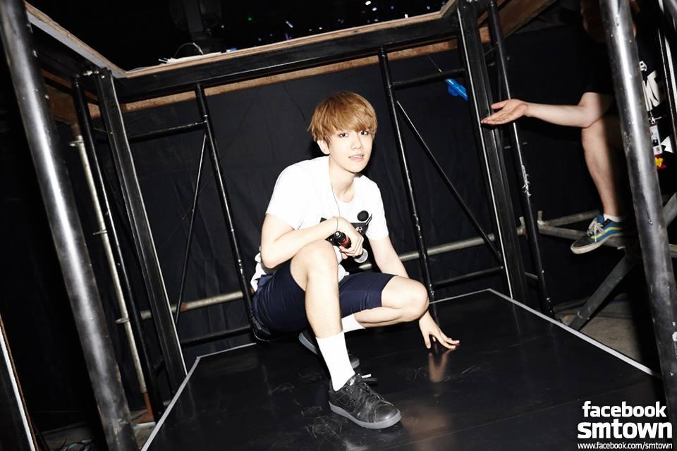 ♥ TOP 1 :: EXO 伯賢  EXO 的主唱伯賢不管是檯面上,還是私底下都有著很可愛的個性,而他那一雙美手,就算不是粉絲應該也會知道,網友甚至用「可以激起保護慾」來形容。