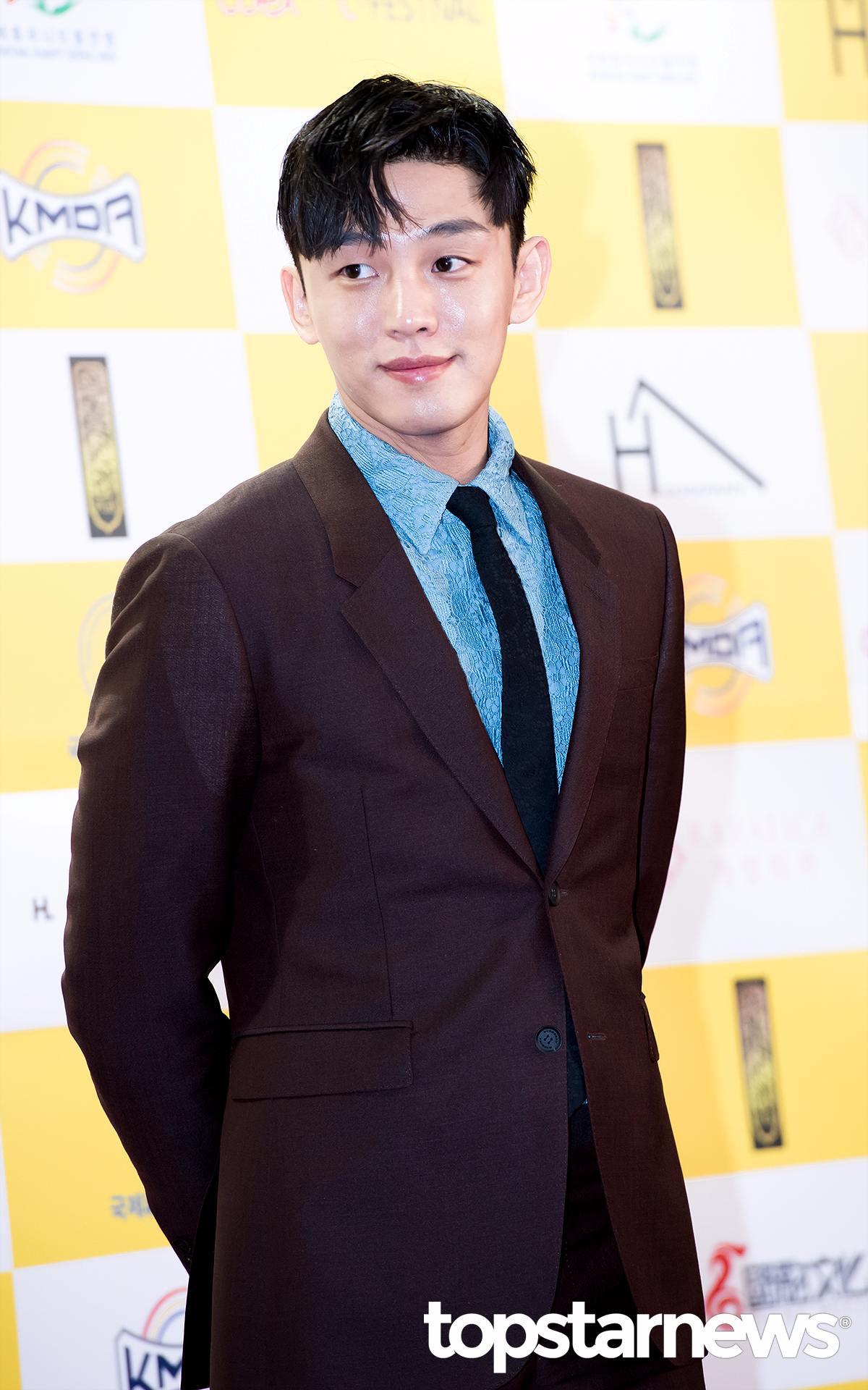 ➤ 劉亞仁 16歲時為了成為SOLO歌手而開始練習生的生活,但最後卻在《玉琳的成長日記》中以演員身分出道。