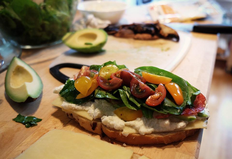 # 溫暖木桌 木頭的暖色調最適合拍食物了,讓食物看起來更加可口!