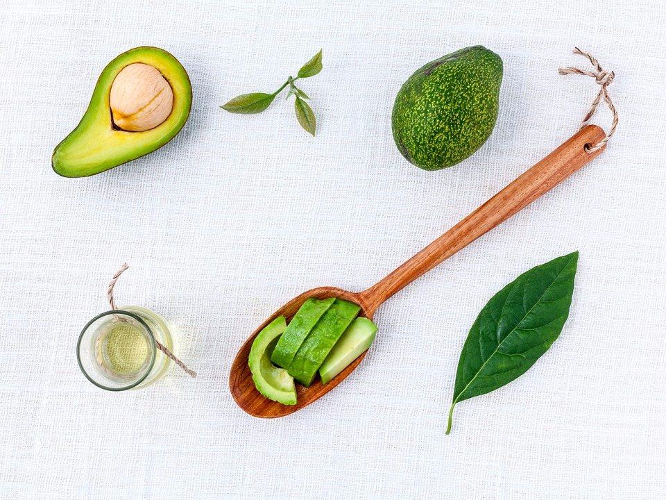 也可以利用簡單的水果,搭配樹葉,暖色系的木勺.. 稍加擺弄,增添照片的生命力~