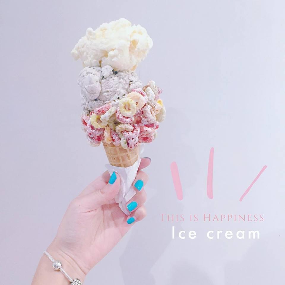 Emack and Bolio's 地址:台北市信義區松高路11號4F 飽兒敲碗超久的冰淇淋店終於在台灣開幕啦~開幕當天可是吸引到超多女孩們呢!