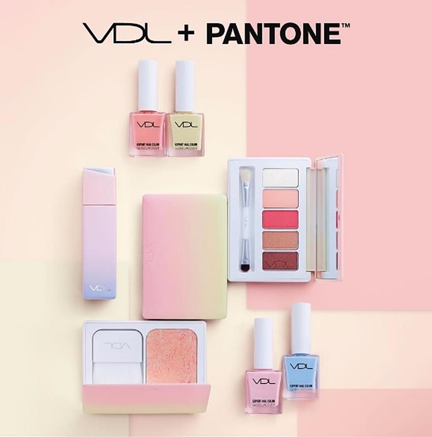 還記得之前介紹過VDL和PANTONE聯名,美死人不償命的蜜桃粉橘色新品嗎?