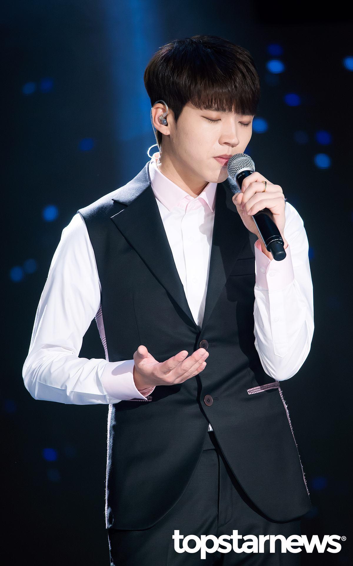 優鉉的實力更是被認可!像是日前他上KBS《不朽的名曲2》演唱前輩金正民的《最後的約定》,竟然奪下了所有參加的「偶像歌手」中的最高分,439分的成績!
