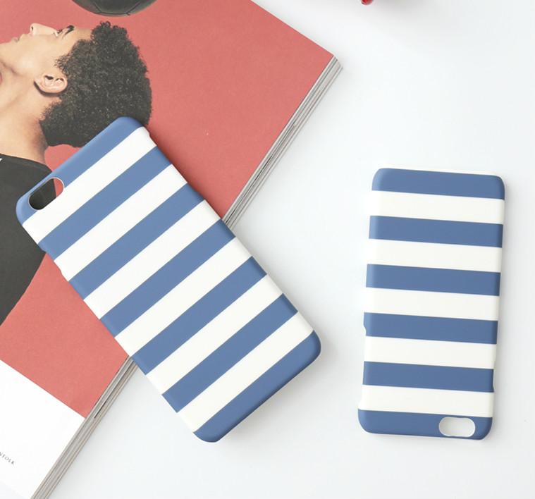 另一種夏天代表就是海軍感啦 ! 藍白條紋雖然簡單但也是人人必備一定要入手的一款!