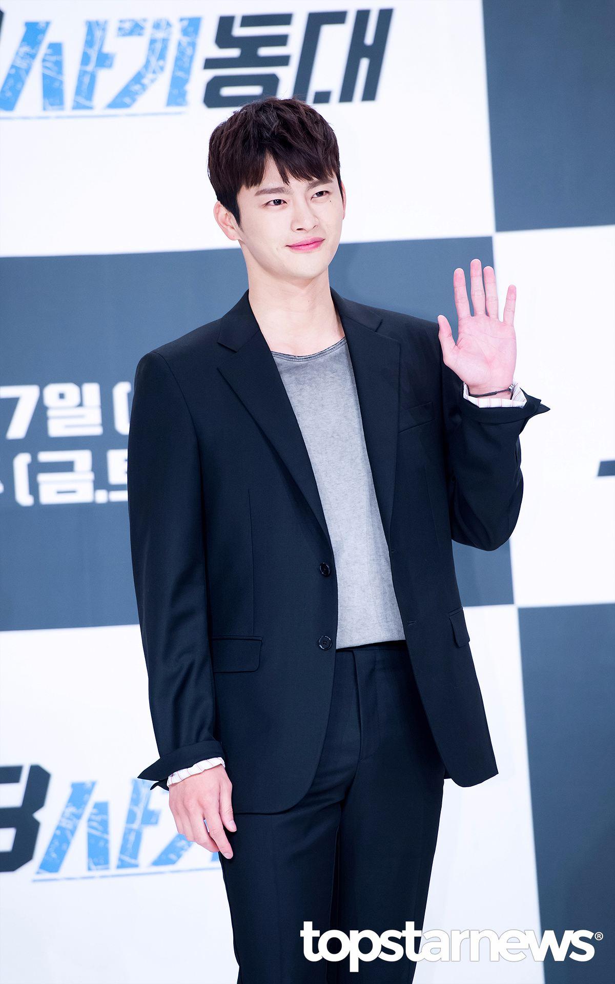 徐仁國 《請回答1997》、《高校處事王》、到最近的《38師機動隊》等,徐仁國也是愛護tvN的優秀演員班底!