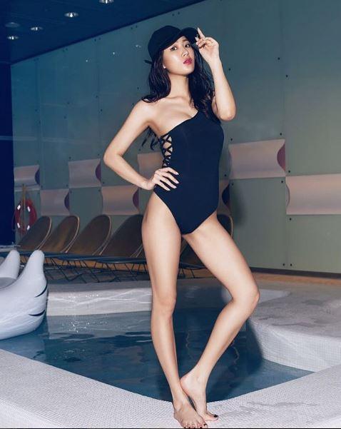 拍海報時的泳裝照更讓粉絲大喊「這..我投降..失血過多..」但是,你以為這樣就結束了嗎~~不不不