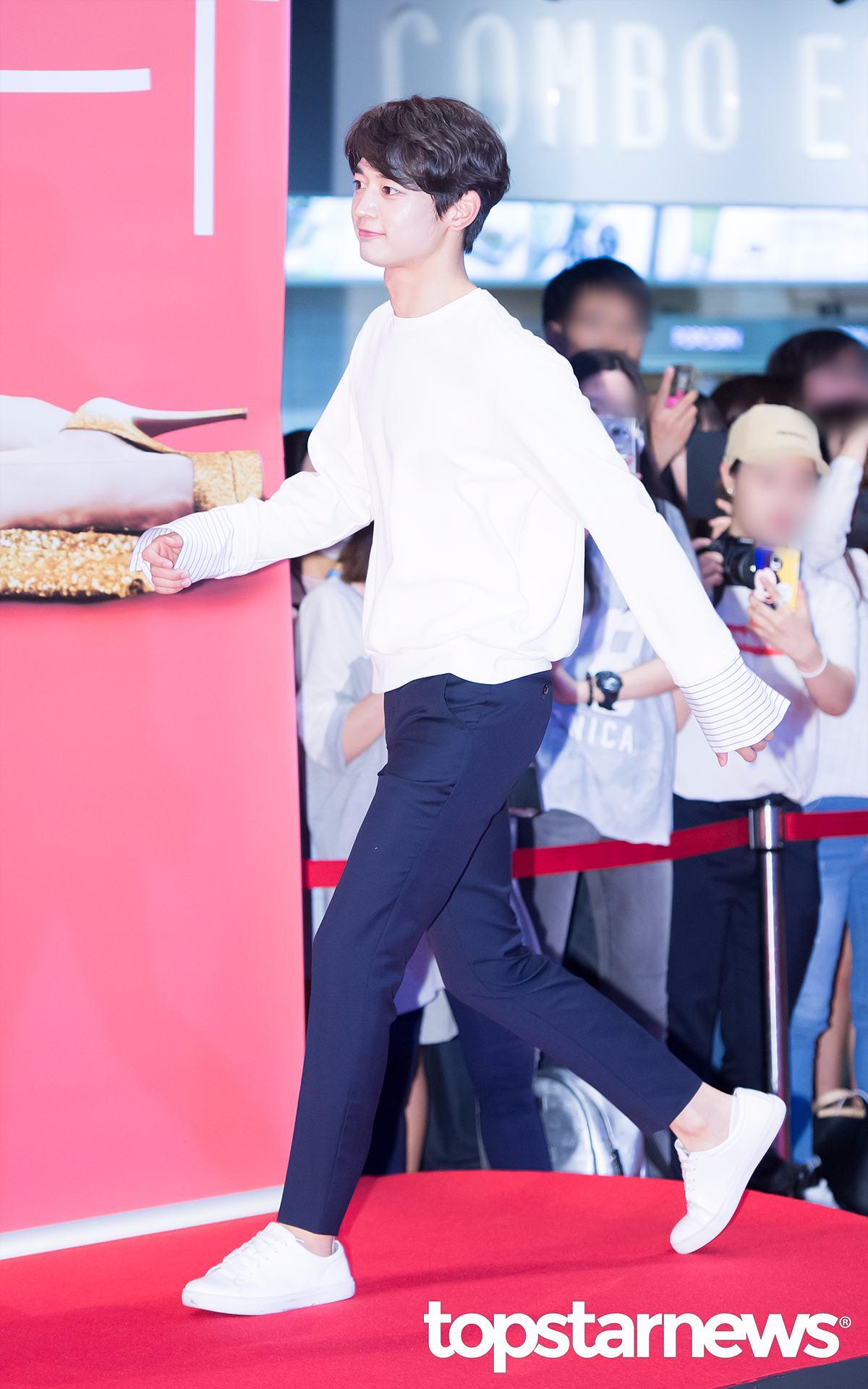 崔珉豪飾演金秀浩 新羅的貴族領袖。具有強大的領袖魅力和仗義之心,也是一個十足的樂觀主義者  (完全就是珉豪本人的個性!! 且好勝心甚強)