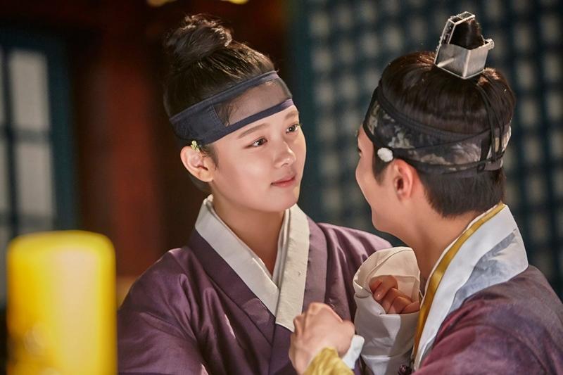 ✿TOP 6 - 金裕貞 電視劇:KBS2《雲畫的月光》 ➔下降3個名次 小編喜歡洪內官,不喜歡樂瑥啦!被發現是逆賊女兒之後,劇情大虐心啊~~~