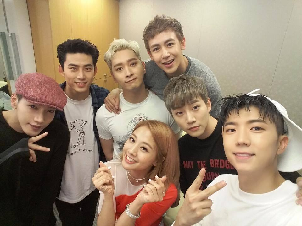 和2PM家族相聚的畫面,也讓人忍不住嘴角上揚!看到鬼鬼和2PM聚在一起(重點是大家外貌也都沒什麼變),實在忍不住讓人想重新複習一次鬼澤啊!