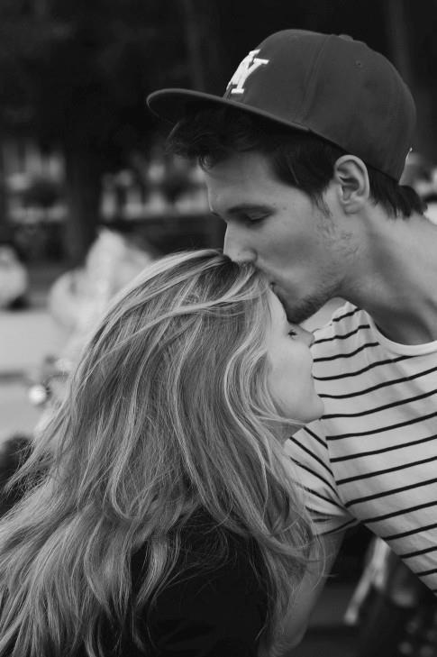 有人吻過你的額頭嗎?又或是你有吻過誰的額頭?♥