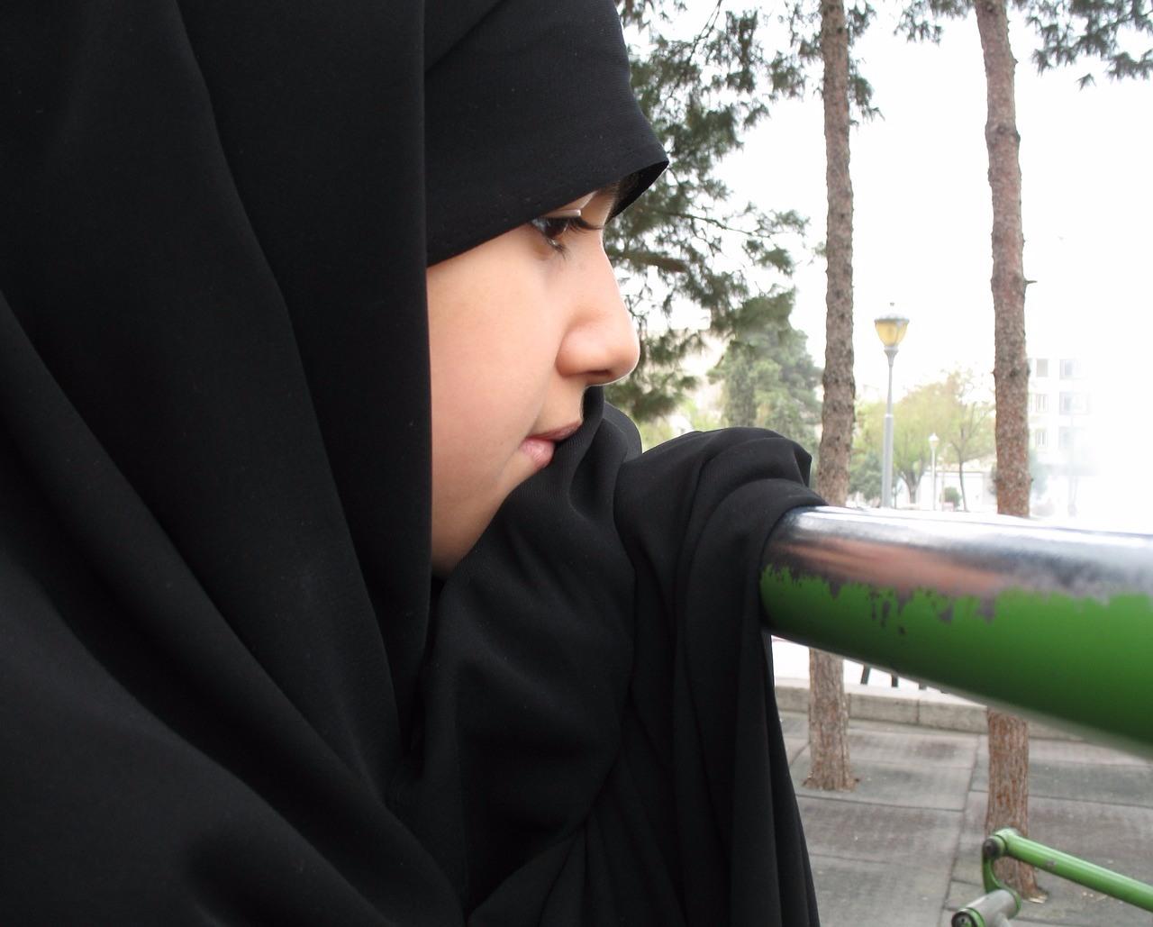 塔拉(Tala Raassi)也不例外,但塔拉生長在伊朗,「自由穿搭」對她來說是件很困難的事