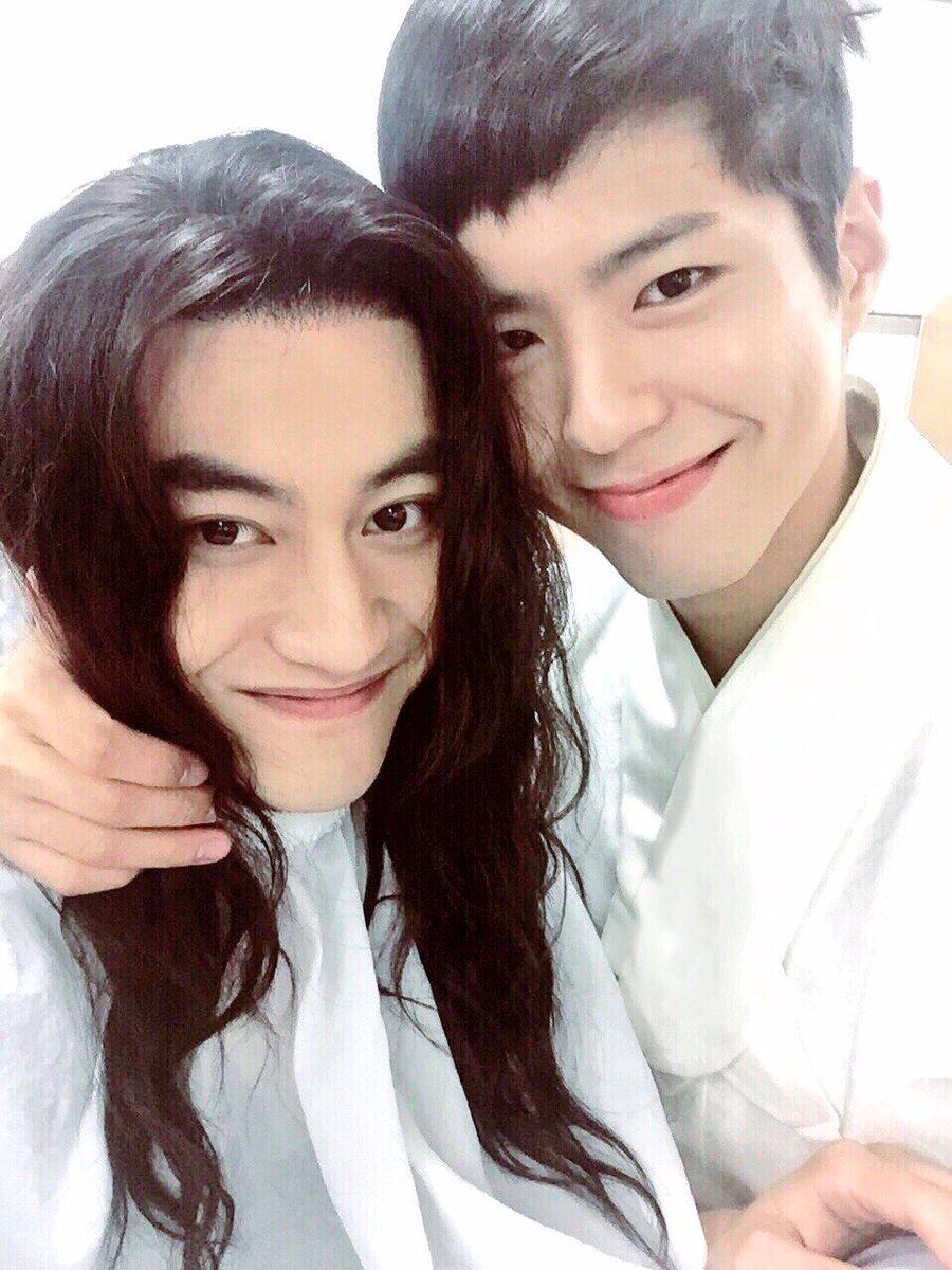 3日,《雲畫》 中的演員一起出演了KBS的《Happy Together3》,「兵沿 」郭東延在節目中表示「我比較多疑,沒想過完美的寶劍也會有缺點, 但吃飯的時候經常會掉飯粒。 」引發了爆笑。