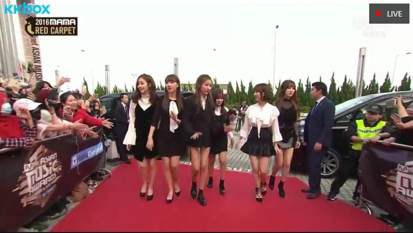 不過雖然是全韓國國民都很好奇的大新聞,不過今天紅毯一開始因為都是新人團體出場,不只因為輩份都不敢問…