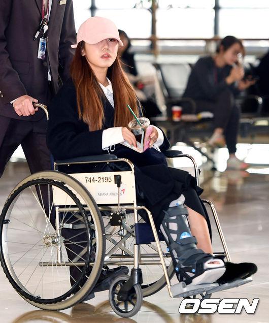就在粉絲們仍在為前一晚的官方公告擔心不已,今天出現在機場Apink南珠更讓粉絲心疼阿ㅠㅠ