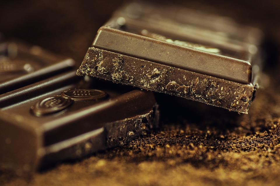 原理 : 黑巧克力中的咖啡因成分有抑制食慾的作用,並能促進人體新陳代謝,還能防止憂鬱及提高集中力。