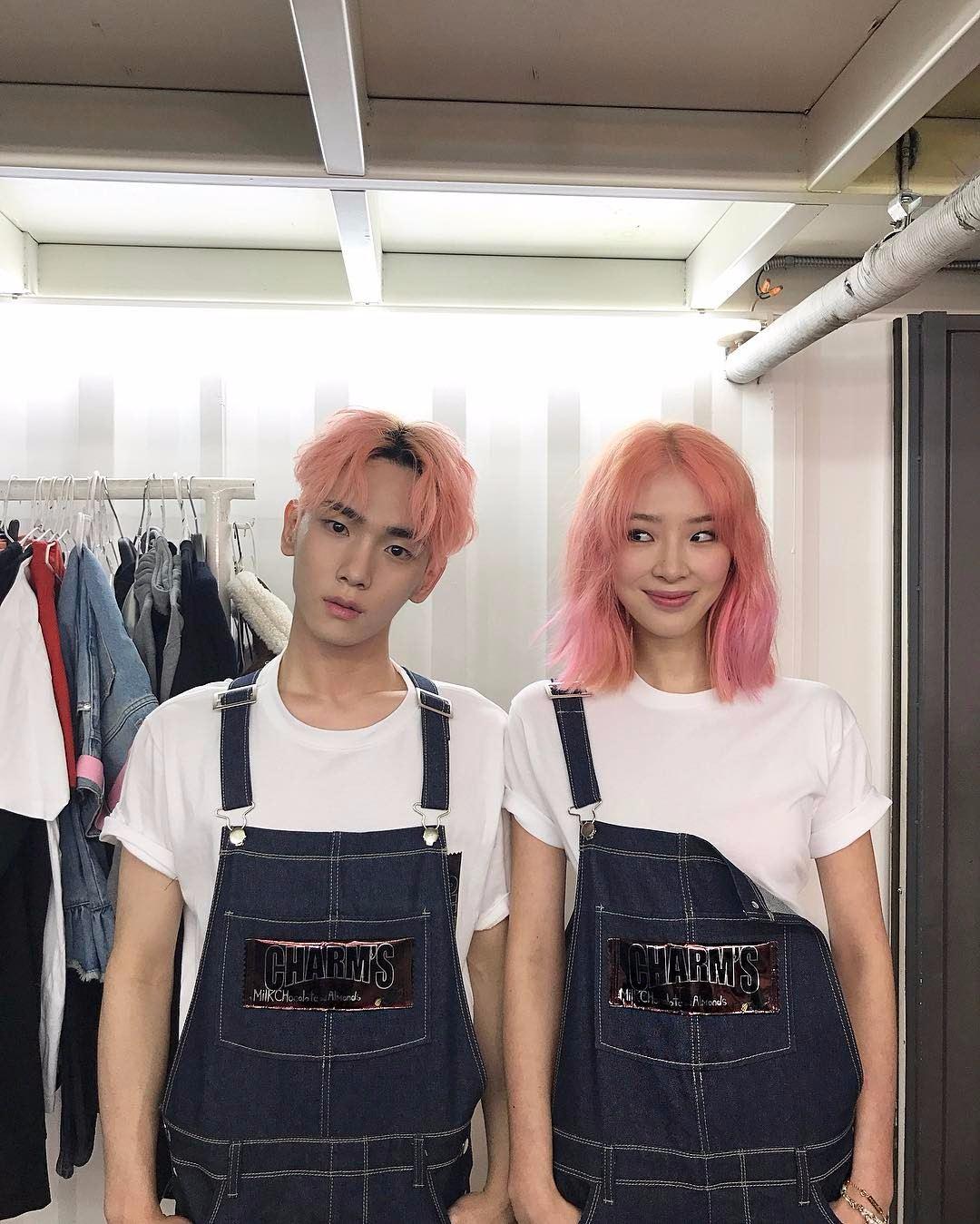 KEY最近染了新髮色,昰粉紅色的頭髮超適合他的呀!!!