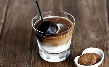 夏天咖啡的新喝法 每次品嚐味道都不同的「方塊拿鐵」