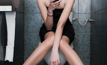 好不容易找到廁所 卻不敢脫褲子的瞬間