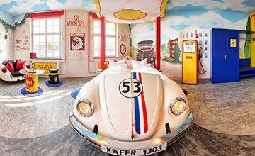這才是名符其實的「汽車旅館」!德國特色飯店打造車迷天堂