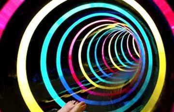 彷彿進入另一次元,LED滑水道的范特西