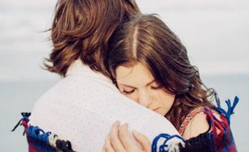 見到愛人、家人、朋友,上前擁抱的理由是?!