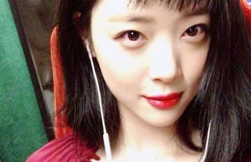 雪莉SNS上傳「火辣友情照」 大膽作風讓韓國網友傻眼「這樣可以嗎..」