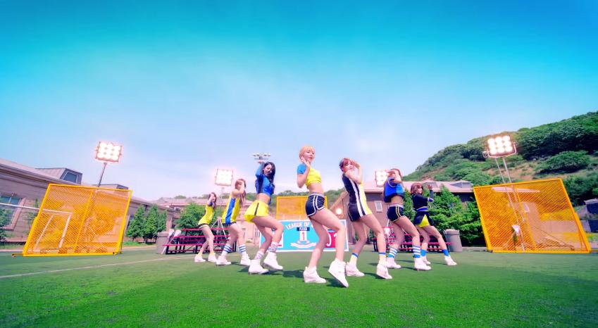 讓我們來看看這首歌的MV吧!
