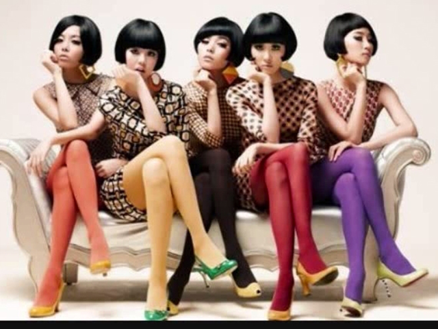 Wonder Girls - Nobody  (2008.09.22.)  WG以《So Hot》打下基礎,《Tell Me》幾乎奠定第一女團地位的時候,緊接著發表了紅到海外的這首《Nobody》,因為好記的動作,連老外聽不懂韓文都會跟著唱!