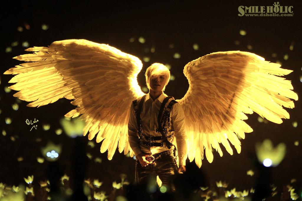 1. 翅膀 (2012.02.29)  大聲很可憐,他在韓國還沒有正式單飛(只是出過單曲),所以都沒有拍過他的SOLO MV~(MV只有日文T_T)但是這首歌可說是大聲的代表作是因為可以同時展現搖滾唱腔與大聲獨有溫暖的聲音