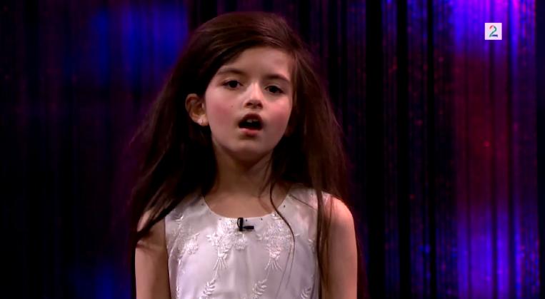 趕快來聽一下8歲安潔麗娜的歌聲!!!《Fly Me To The Moon》已經累積1千多萬點閱  *無法播放時,請點擊前往出處