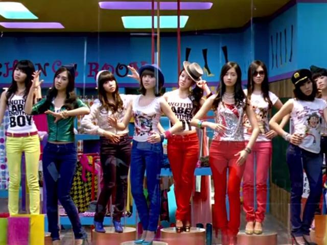 少女時代 - Gee   (2009.01.05.)  只要聽過韓樂的,都會知道這首歌!這首歌是少女時代走上頂尖地位的第一步!