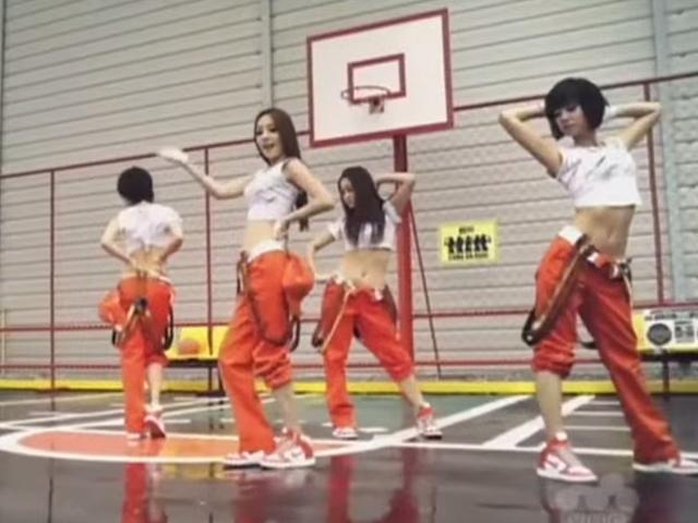 KARA - MR.  (2009.07.30.)  不僅在韓國,在日本也備受歡迎的這首《Mr.》 啦啦啦啦啦啦~以前搖屁股都有很多種不同搖法~ 像KARA搖起來可愛不猥褻~畫龍點睛呢~