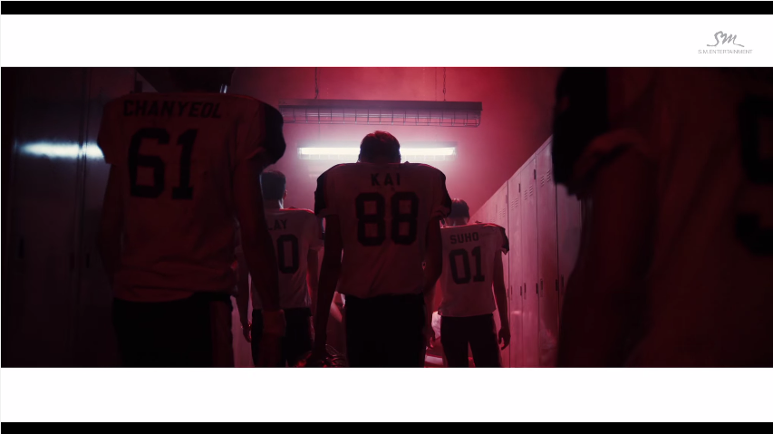 EXO - LOVE ME RIGHT (2015)  SM顯少有的,teaser完全沒有新歌的旋律,猶如拍攝電影的預告片