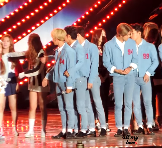 讓我們直接來看看EXO的暖心舉動現場狀況吧!