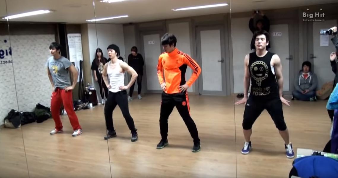 大家都看過這個了嗎?強力推薦大家看一下 2AM 的女團舞練習畫面XD