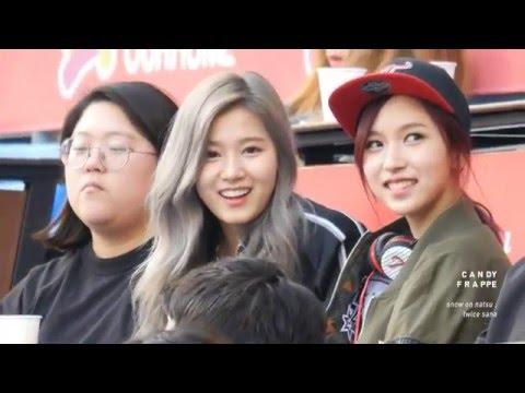 而且雖然是日本成員,看嘴型SANA跟Mina私下溝通竟然也是說韓文~好奇妙!