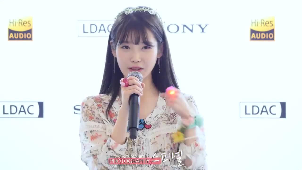 雖然在韓國的活動不多,但是語畢後,IU還是很感謝粉絲在周一晚上的時間來捧她的場,還叮囑大家一定要吃飽飽再回家唷~怎麼這麼暖啊~