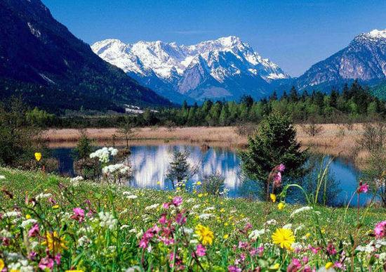 4.也是全球暖化, 尼泊爾薩加瑪塔國家公園的冰雪, 逐漸融化成冰川湖泊, 雪水已經造成了小規模的災害, 專家說將來還可能會有大的洪災。