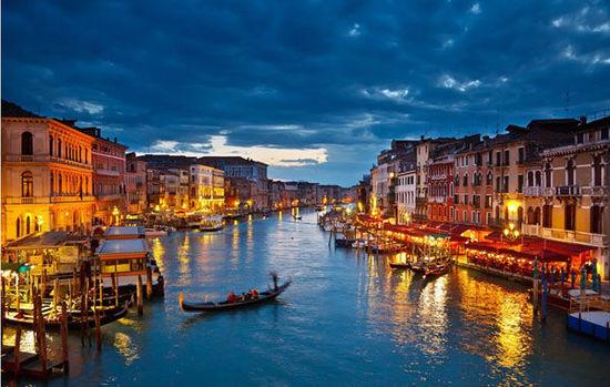 6.長年的水患沖蝕著威尼斯, 目前地層每年下沉0.5釐米, 加上全球變暖導致的海平面上升, 若不加以搶救, 預計威尼斯很快將被海水淹沒。